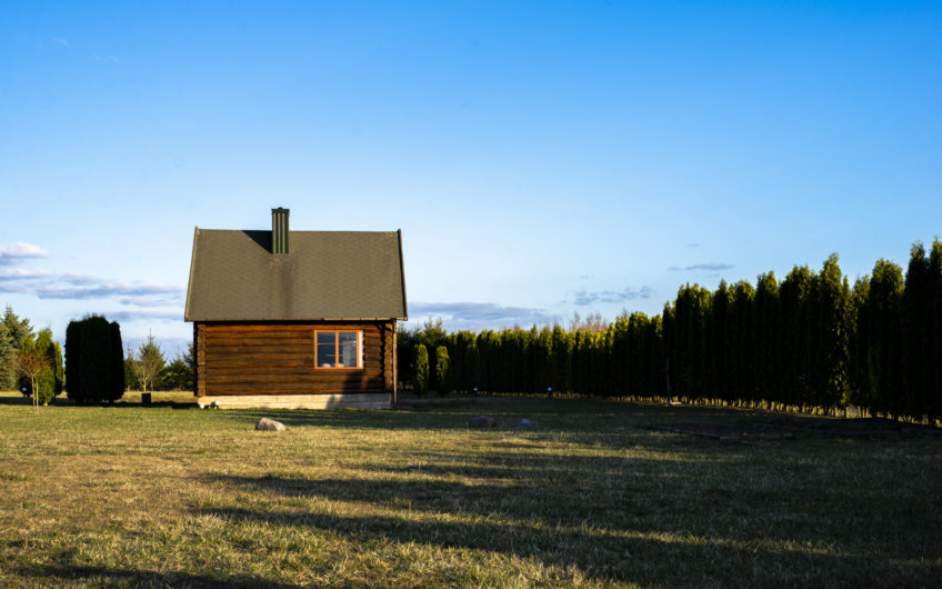 Alytaus raj., Margaravos k. – rąstinis namas su mansarda (233 kv. m.)